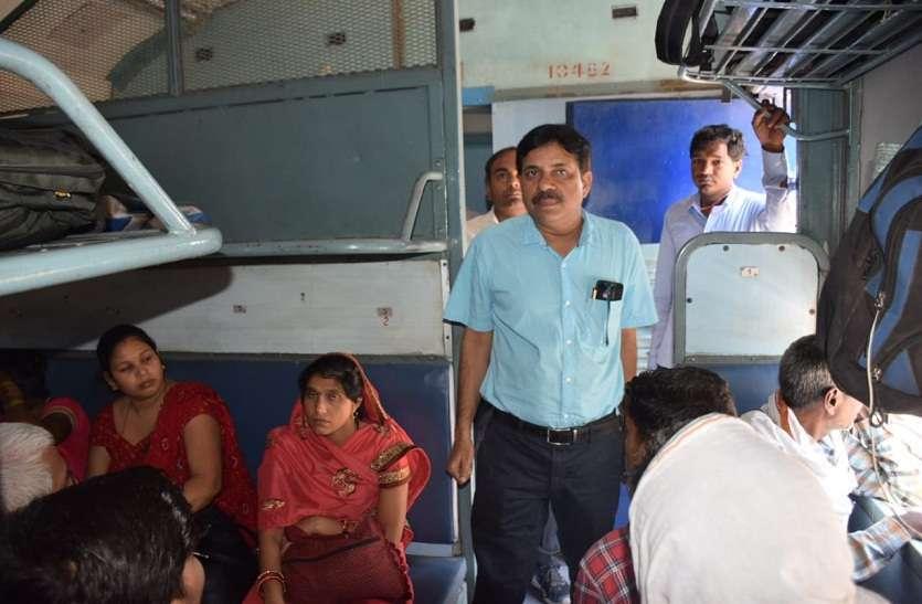 इज्जतनगर मंडल के डीआरएम ने किया तमाम रेलवे स्टेशन का निरीक्षण - देखें तस्वीरें