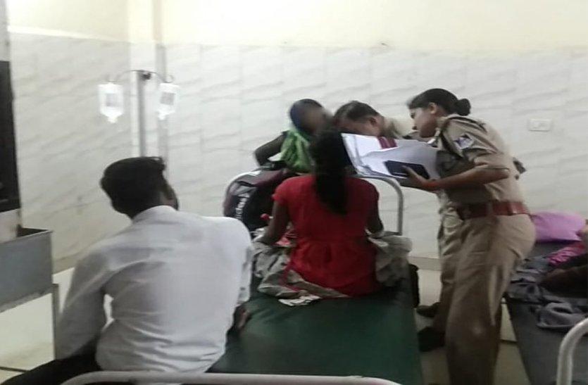 video: बेहोशी की हालत में मिली युवती, दो बाइक सवारों ने छोड़ा अस्पताल, नहीं आया होश, पुलिस कर रही मामले की जांच