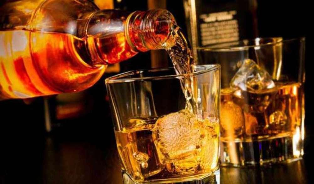 कांग्रेस नेता के भाई के घर से मिला अवैध शराब का जखीरा, 175 पेटी बरामद