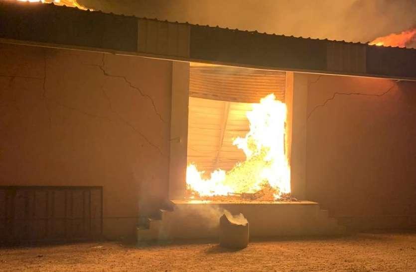 बीकानेर : दस घंटे की मशक्कत के बाद आग पर पाया काबू