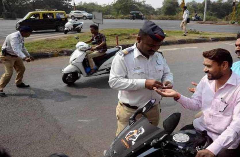 अनपढ़ लोग नहीं चला पाएंगे गाड़ी, राजस्थान सरकार ने लिया ड्राइविंग लाइसेंस वापसी का आदेश