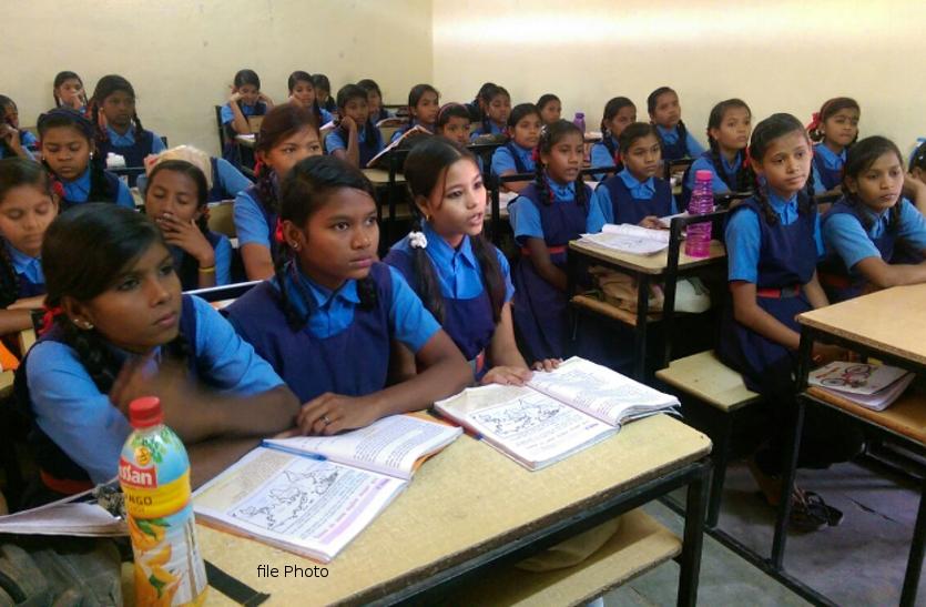 Dhamtari में 2 हजार शिक्षकों की कमी, अधिकारी ने कहा - जल्द होगी नए शिक्षकों की भर्ती