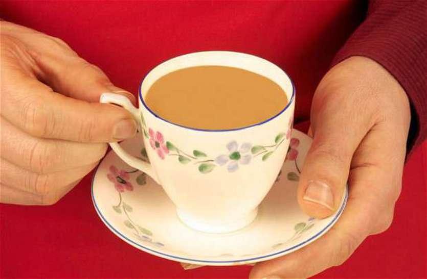 खाना खाने के बाद आपको भी है चाय पीने की आदत तो हो जाएं सावधान, वरना...