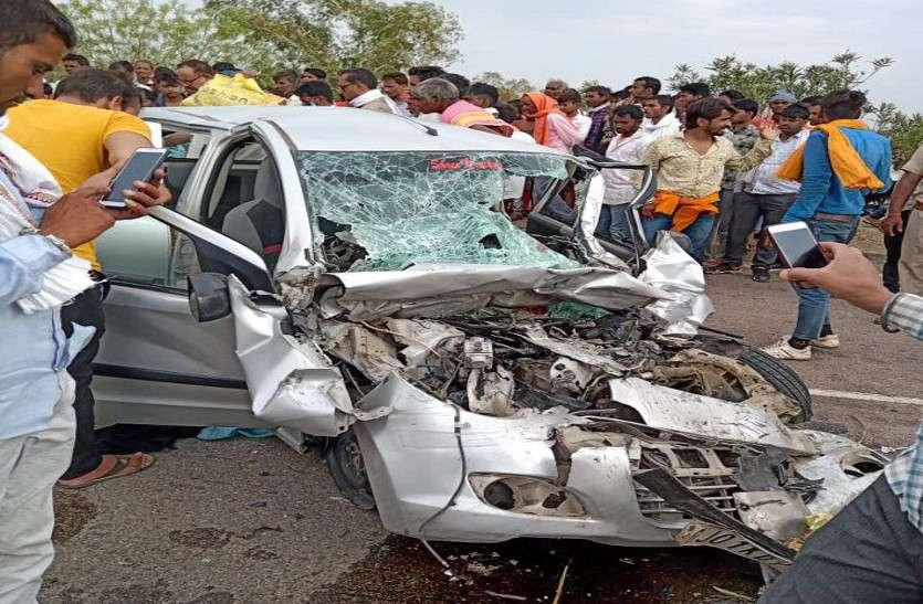 कार का टायर फटा, पांच की मौत