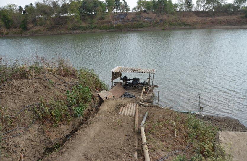 video: बीना नदी का जलस्तर घटा, रेलवे ने नदी में अलग से लगाए चार पंप