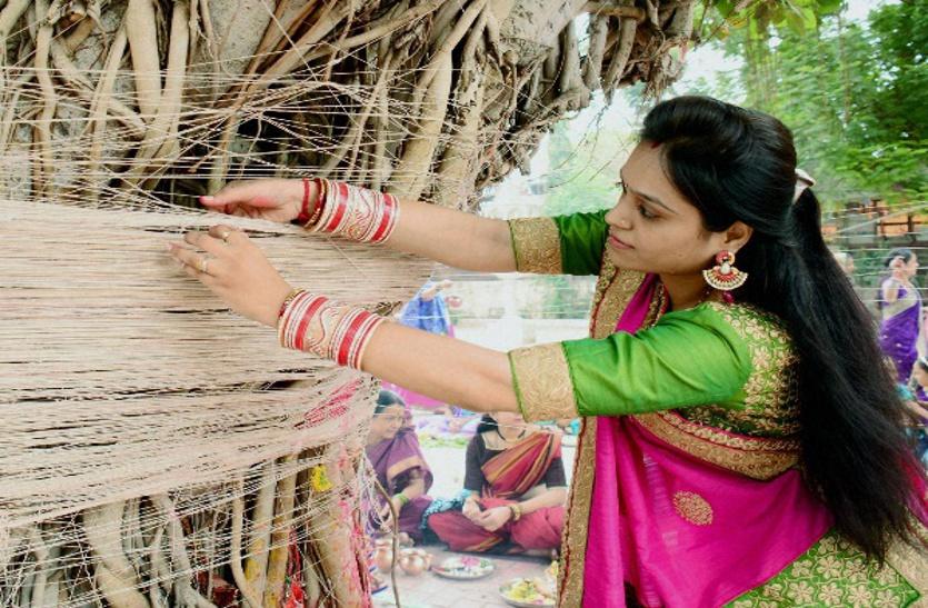 वट सावित्री व्रत पर बन रहा विशेष संयोग, पति की लंबी आयु के लिए महिलाएं ऐसे करें पूजा