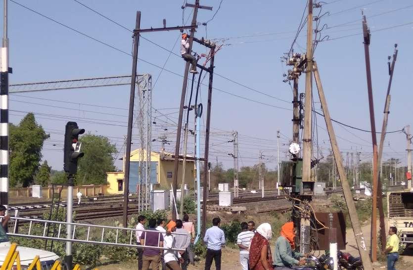 गर्मी में अघोषित बिजली कटौती से नागरिकों के उतरे पसीने, विभाग रही मेंटनेंस में व्यस्त