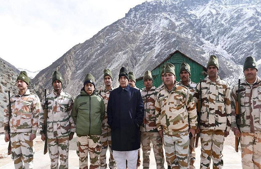 सियाचिन पहुंचे रक्षा मंत्री राजनाथ सिंह, सीमा पर तैयारियों का लेंगे जायजा
