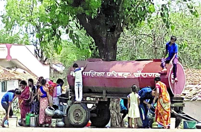 भीषण गर्मी में पानी का संकट—निजी टेंकरों ने भी बढाए राजधानी में दाम