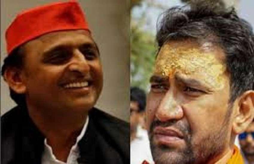 Akhilesh yadav and Dinesh Lal Yadav