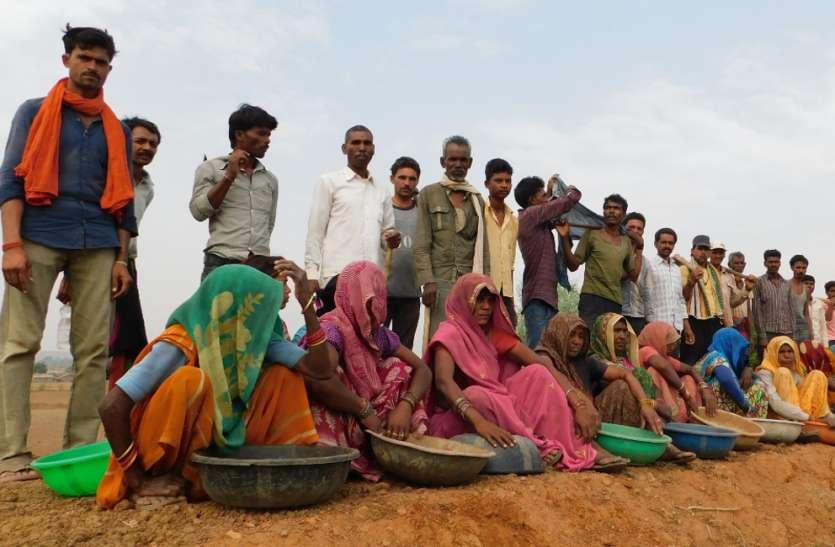 तालाब गहरीकरण के लिए लोगों ने खुद उठाया बीड़ा, सूखे को मात देने आए आगे