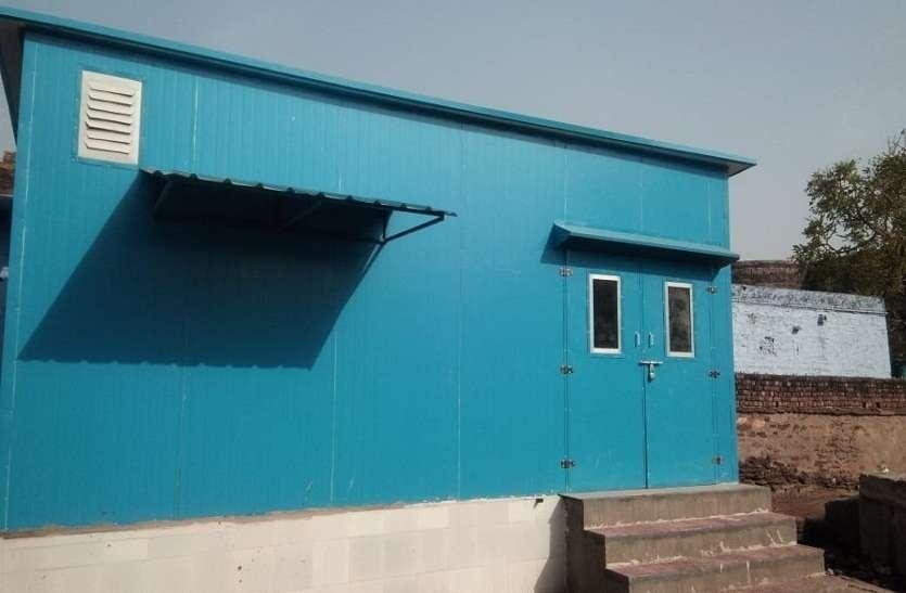 Bharatpur News आरओ प्लांट को चंबल लाइन से जोडकर पिला रहे पानी