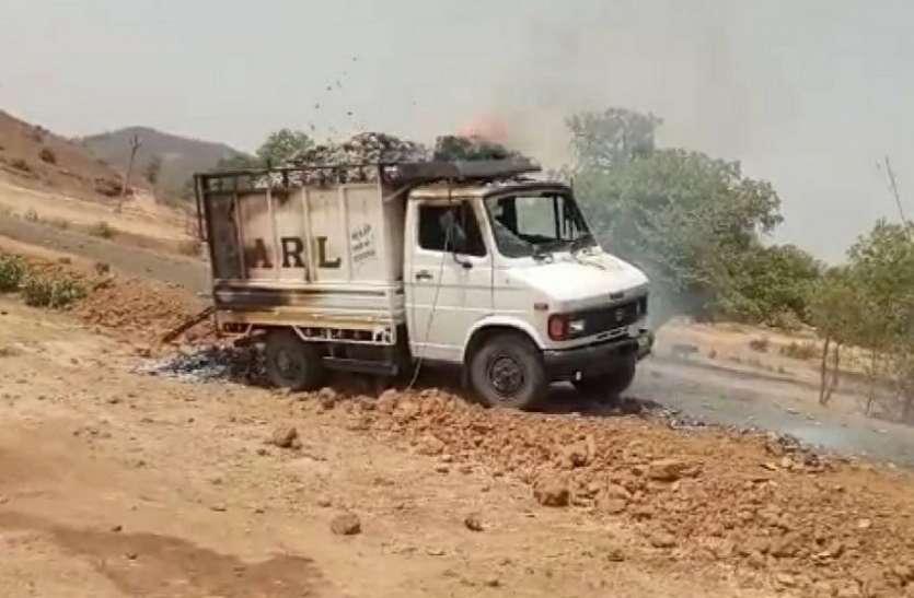 हाई बोल्टेज तार में फंसकर धू-धू कर जल उठा मिनी ट्रक, जानिए कैसे हुआ हादसा