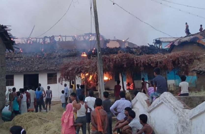 आगजनी से तीन मकान जलकर खाक