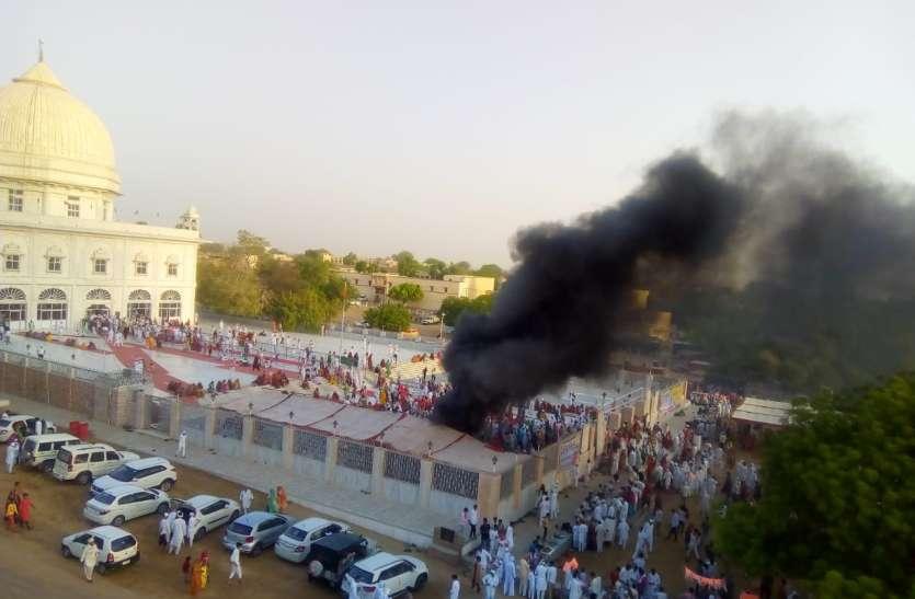 बीकानेर : हजारों श्रद्धालुओं ने लगाई धोक