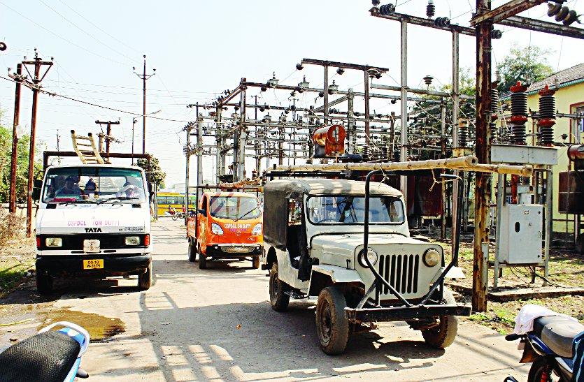 यहाँ बिजली विभाग ने अवैध कनेक्शन काटा तो लोगों ने जाम कर दिया सड़क
