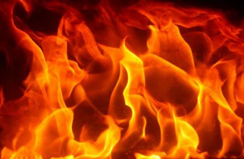 कोलकाता में पिछले २४ घंटों के दौरान दो जगहों पर आग