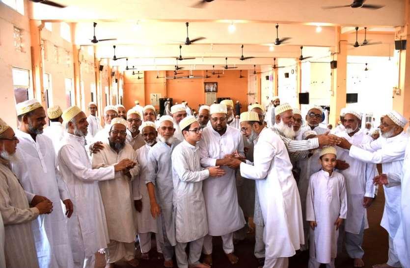 बोहरा समाज ने खुतबे की नमाज के बाद छाई ईद की खुशियां