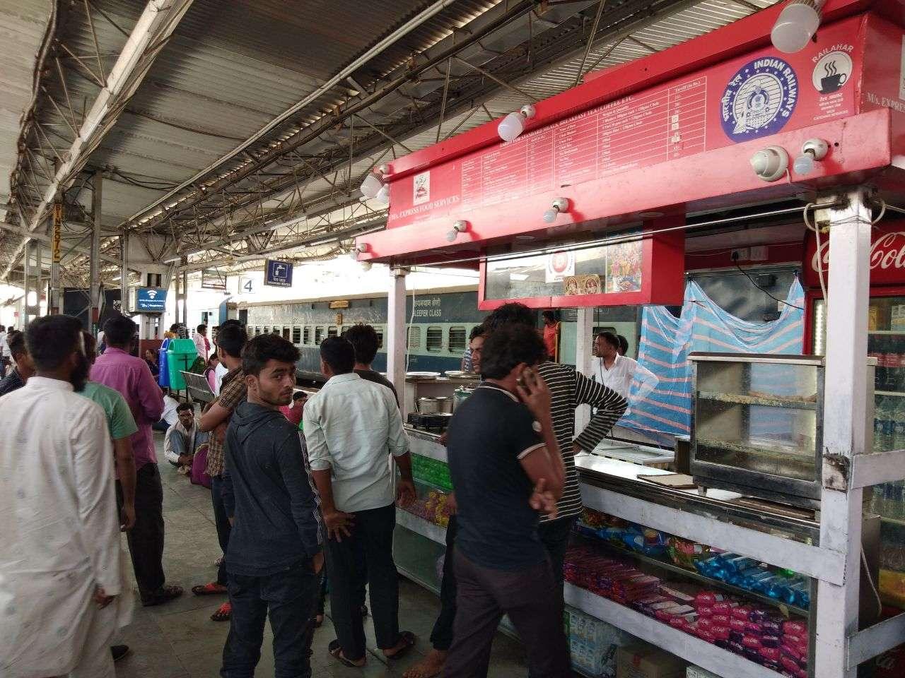 Alert Now : बीना स्टेशन पर कुछ खाने का बना रहे है प्लान तो पहले ये पढ़ लेंं, नहीं तो रह जाएंगे भूखें...