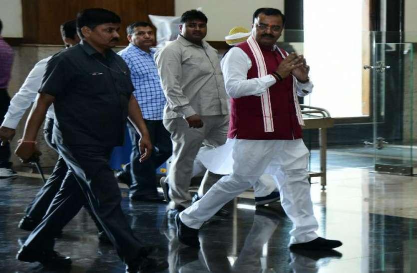 बुआ ने बबुआ को आखिर धोखा दे ही दिया : केशव प्रसाद मौर्य
