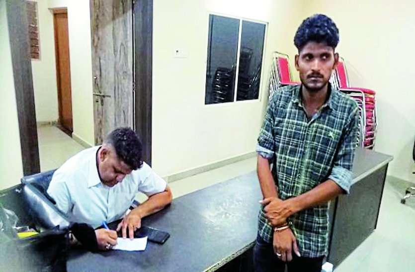 moren nagar nigam officer caught red handed while taking bribe