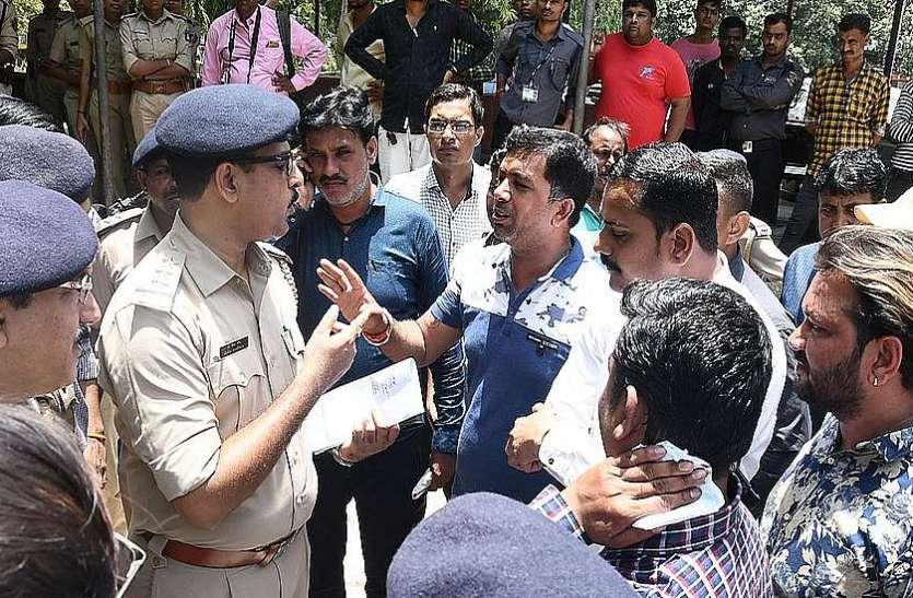 पुलिस की पिटाई से मौत का मामला : समझौते के लिए दबाव डालने पर मृतक के परिजनों ने किया हंगामा