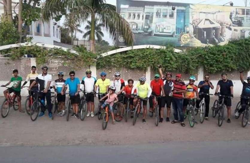 सेहत और पर्यावरण संरक्षण के लिए थाम लिया साइकिल का हैंडल