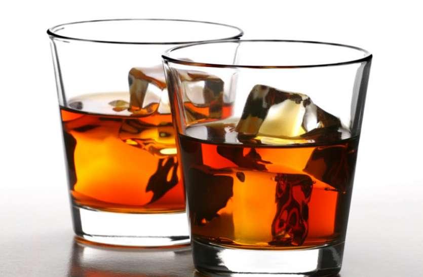 नकली शराब का भांडाफोड़ करने के लिए पुलिस ने चलाया अभियान, 3 महिलाओं के पास 50 लीटर अवैध शराब बरामद