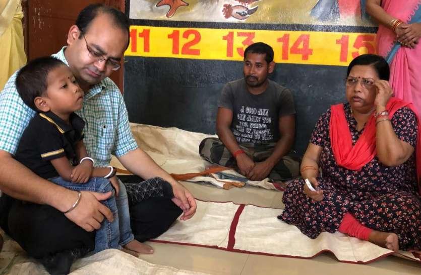 कलेक्टर सहित 83 अधिकारियों ने लिया कुपोषित बच्चों को गोद