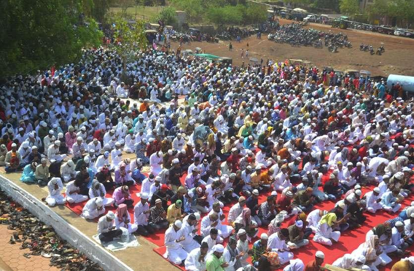 दिलों में घुली ईद की मिठास, अमन शांति की मांगी दुआ