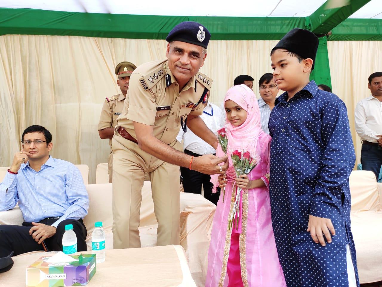 डीएम-एसएसपी ने ईद पर दी लोगों को मुबारकबाद