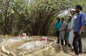 Eid की नमाज पढ़ने के बाद यहां घर नहीं कब्रिस्तान जाते हैं लोग, यह है वजह