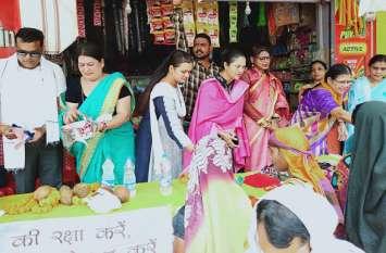 Video Gallery : महिलाओं ने मनाया पर्यावरण दिवस, बांटी गई कपड़े से बनी थैलियां