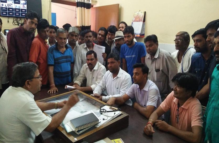 VIDEO: करौली के चिकित्सालय प्रबंधन के खिलाफ भाजपा में उभरे हैं विरोध के स्वर