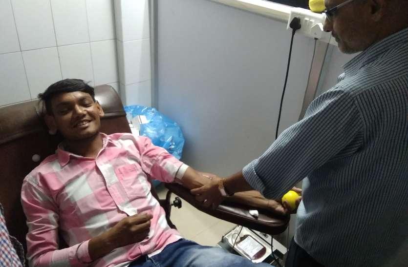 मरीजों की जान से खिलवाड़, जिलेभर मरीजों के लिए जिला अस्पताल में मात्र 25 यूनिट रक्त भंडार