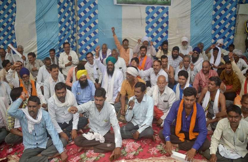 कर्जमाफी: किसानों ने पौने पांच घंटे दिया धरना, 7 दिन बाद उग्र आंदोलन की चेतावनी