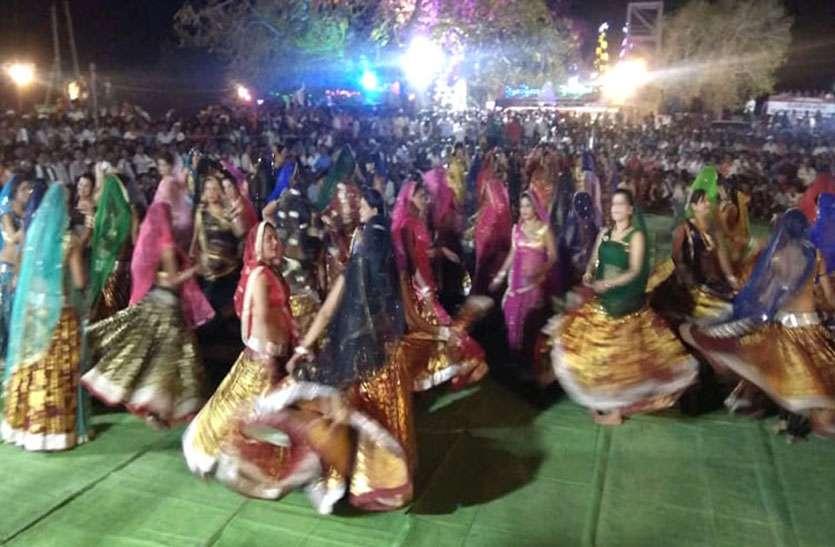 चुनाव में जीत की मन्नत पूरी हुई तो, मां जानकी के दरबार में सांसद के परिवार ने कराए 101 बधाई नृत्य