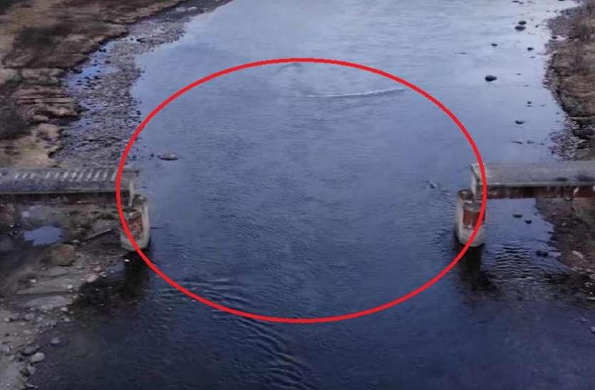 नहीं देखें होंगे ऐसे चोर! उड़ा ले गए रेल का पुल 56 टल लगा था स्टील