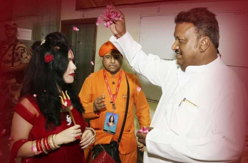 भोपाल में भक्तों पर भड़की राधे मां, शिवराज सिंह चौहान के भी घर गईं