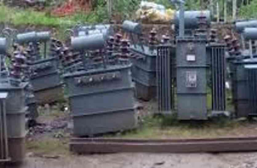 बिजली कंपनी के ट्रांसफॉर्मर से किसान परेशान