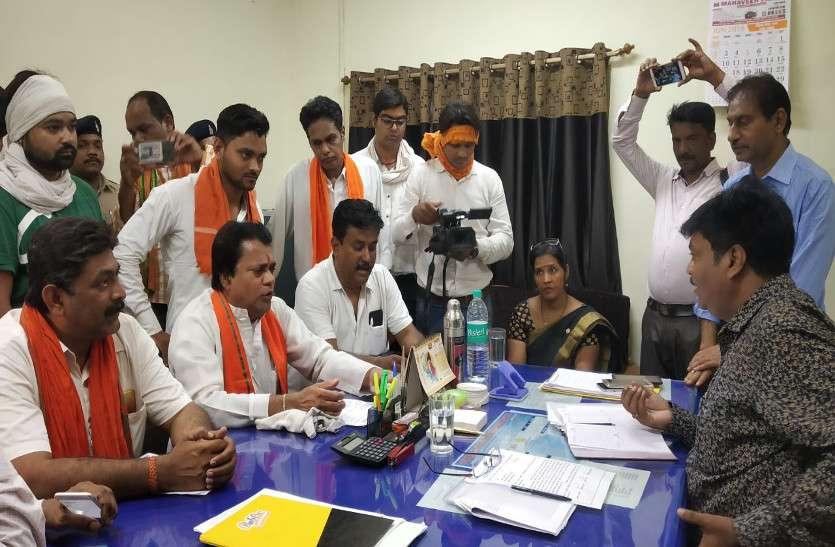 अब अधिकारी ने भी मानी गलती, प्रदेश में बिजली व्यवस्था खराब, भाजपा ने किया दफ्तर का घेराव