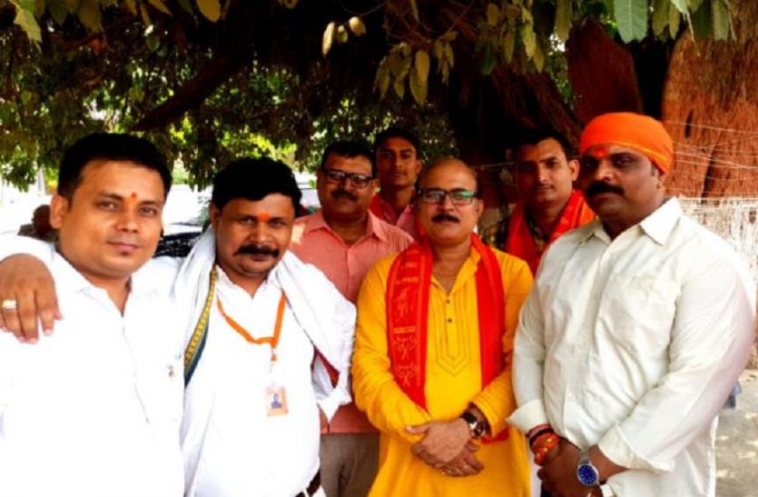 अब इस फिल्म के विरोध में काशी का ब्राह्मण समाज उतरा सड़क पर जमकर हुआ विरोध