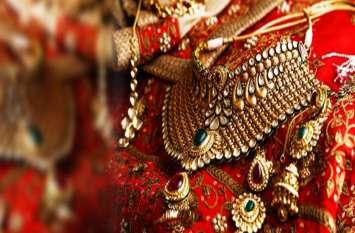 70 रुपए सस्ता हुआ सोना, चांदी के भाव में 100 रुपए की तेजी