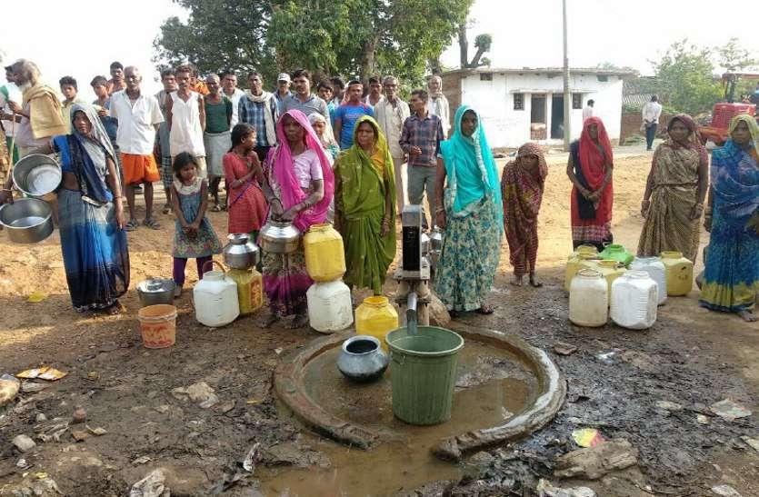 इस जिले के कई गांव में पेयजल के लिए मची हाहाकार, देखें वीडियो