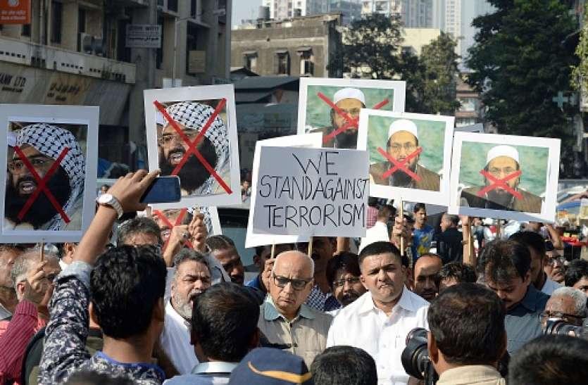 'एक्शन मोड' में पाकिस्तान, FATF के डर से हाफिज सईद और मसूद अजहर पर की कार्रवाई