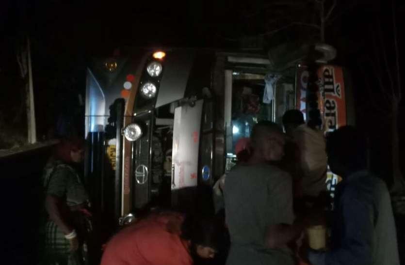 मंदसौर की तीर्थयात्री बस पन्ना में पलटी, एक की मौत, दो दर्जन पहुंचे अस्पताल