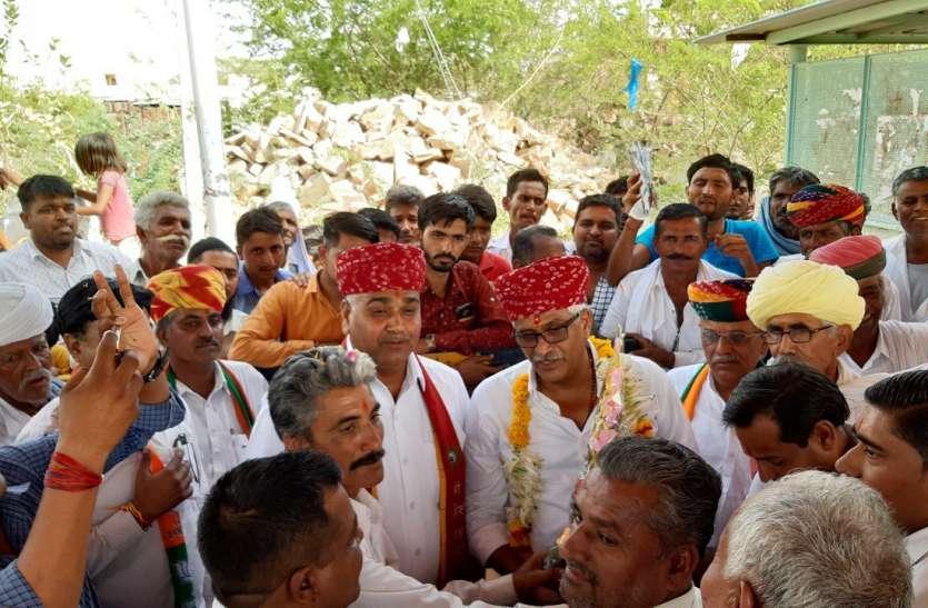 VIDEO: रामदेवरा पहुंचे केंद्रीय जल शक्ति मंत्री शेखावत, रास्ते में जगह-जगह हुआ स्वागत