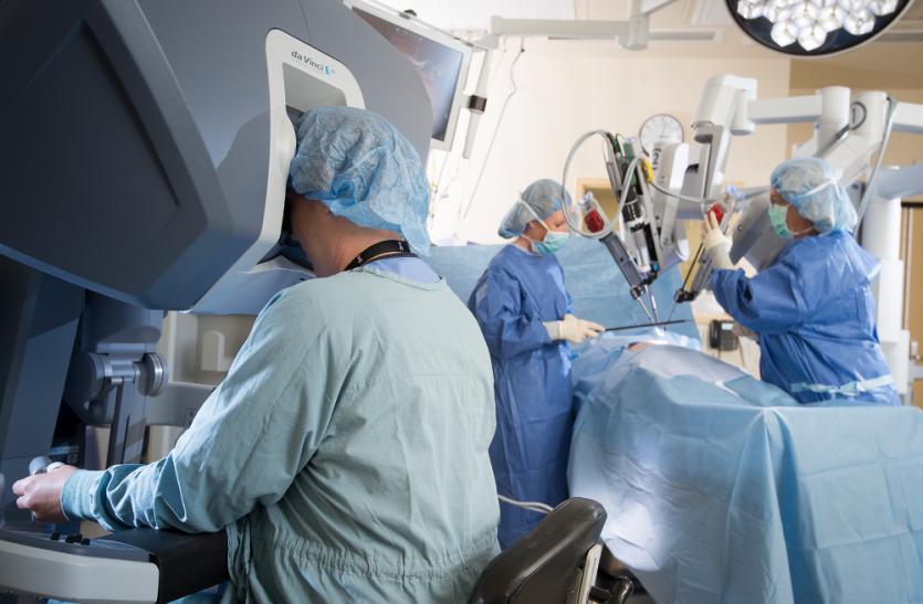 अब कम चीर-फाड़ को होगा ऑपरेशन, रोबोटिक सर्जरी से कुछ ही समय में होगा इलाज
