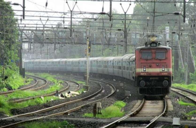 भारतीय रेलवे लेकर आया नई सुविधा, अब चलती ट्रेन में लें मसाज का मजा