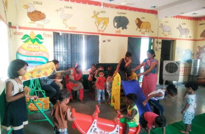 इस जिले की आंगनवाड़ियों में जिला अधिकारी ने की खास पहल, बच्चों को मिल रही गर्मी व अंधेरे से मुक्ति